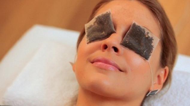 Cara Melembutkan dan Menyegarkan Kulit dengan Facial Kantung Teh Hangat